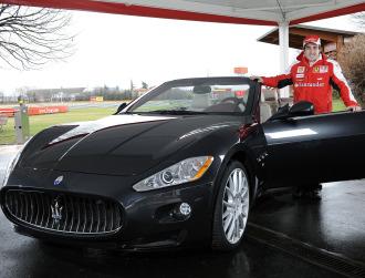 Alonso, con su nuevo Maserati GranCabrio
