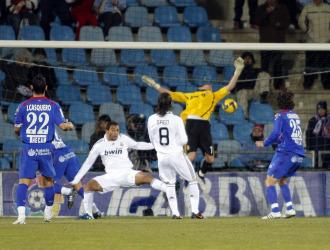 Casillas recibe un gol en el Coliseum.