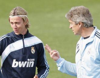 Guti y Pellegrini, durante el entrenamiento de ayer en Valdebebas.