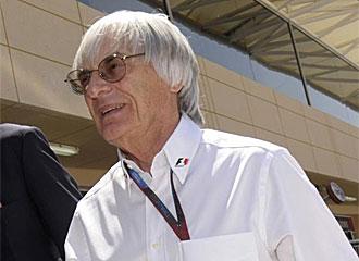 Ecclestone pasea por el circuito de Bahr�in.