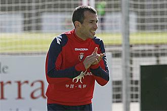Pu�al, durante un entrenamiento con Osasuna