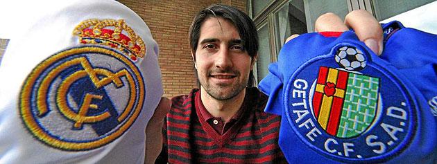 Rub�n de la Red posando para MARCA con las camisetas del Real Madrid y del Getafe