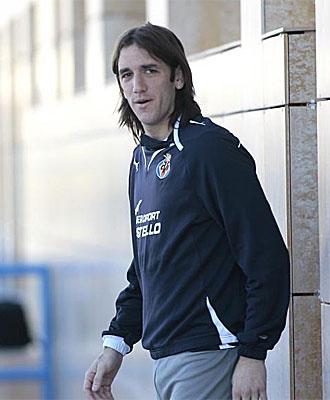 Gonzalo Rodr�guez saliendo del vestuario.