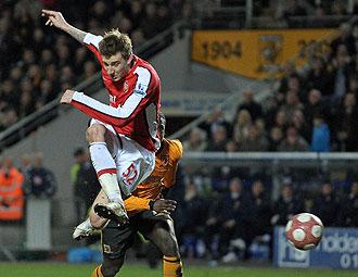 Nicklas Bendtner jugando con el Arsenal
