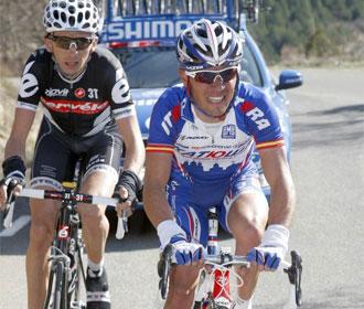 Joaquim Rodríguez (derecha) sigue liderando la Volta