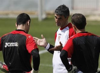 �lvarez dirige un entrenamiento.