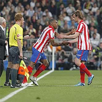 Valera se retira lesionado y entra Perea.