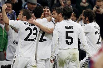 El Madrid celebra el gol de Arbeloa