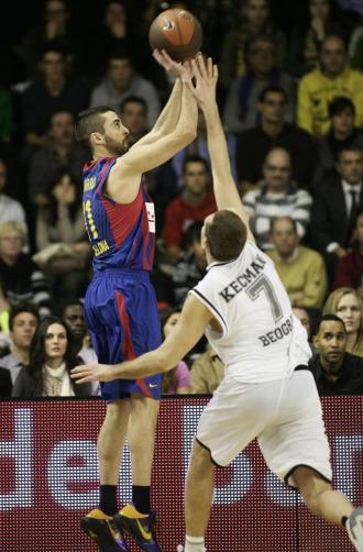 Navarro lanza un triple ante el Partizan
