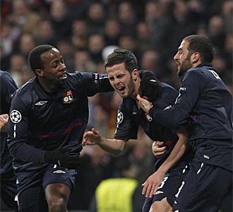 Pjanic celebra el gol que dio el pase a Cuartos al Lyon.