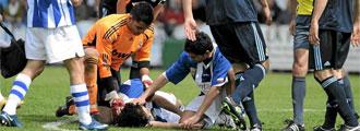 Dani Cobo, jugador de la Gimn�stica, cae desplomado
