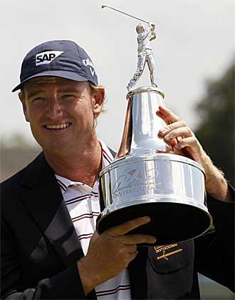 Els levanta el trofeo como campe�n del Arnold Palmer Invitational.