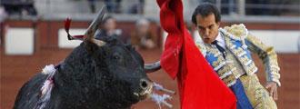 Leandro durante su primer toro