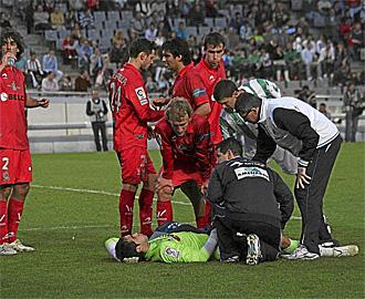 Claudio Bravo en el momento de su lesión en El Arcángel de Córdoba.