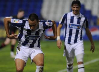 Barrales celebra un gol con la camiseta del Recreativo de Huelva