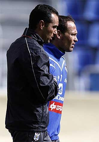 Oltra habla con Nino durante el entrenamiento del mi�rcoles.