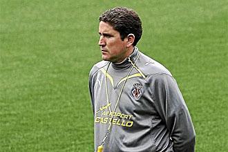 Javier Garrido, t�cnico del Villarreal, durante un entrenamiento