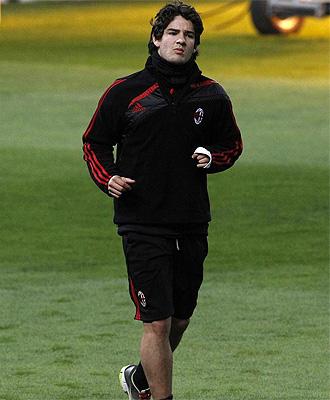 El brasile�o Alexandre Pato, durante un entrenamiento con el Milan