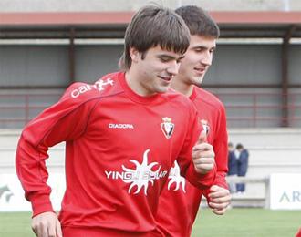 Oier y Gal�n durante un entrenamiento de Osasuna.