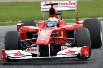 Alonso rodando en los libres del G.P. de Malasia.