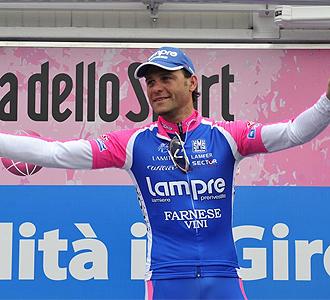 Petacchi celebra una victoria.