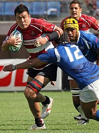 Yasunori Watanabe avanza con el oval en un partido de la Copa de Naciones del Pac�fico ante Samoa del a�o 2007