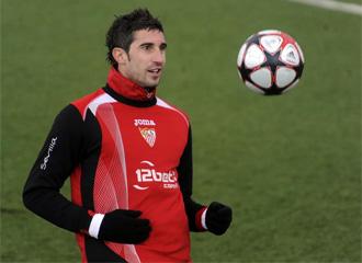 Dragutinovic en un entrenamiento del Sevilla