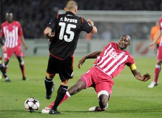 Alou Diarra, durante un encuentro de Liga de Campeones ante Olympiacos