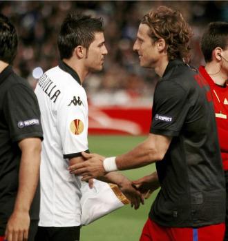 Villa y Forl�n se saludan en el partido de ida.
