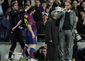 Guardiola sonr�e cerca de Messi