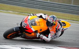 Dovizioso durante la segunda sesi�n de entrenamientos de pretemporada en el circuito malayo de Sepang