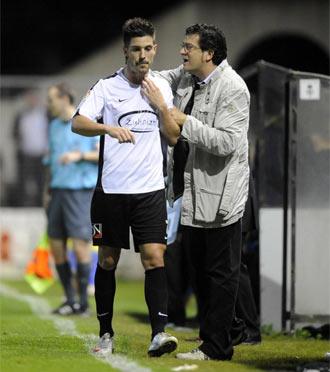 Alonso felicita a Abasolo tras ser sustituido