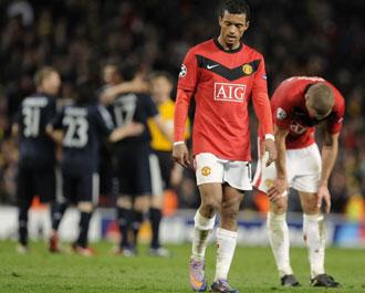 Nani se lamenta tras la eliminaci�n del Manchester