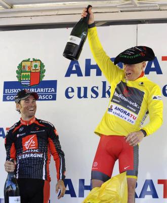Chris Horner celebra su triunfo junto a Valverde.