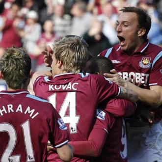 Los jugadores del West ham celebran el gol de la victoria ante el Sunderland