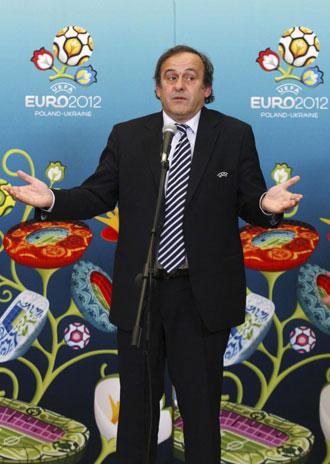 Michel Platini en una rueda de prensa