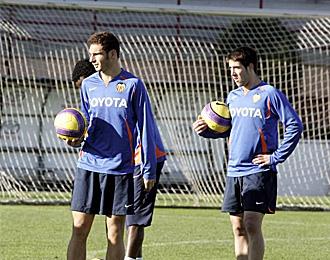 Lillo durante un entrenamiento con el primer equipo del Valencia.