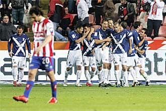 Los jugadores del Tenerife celebran uno de sus dos goles en El Molin�n.