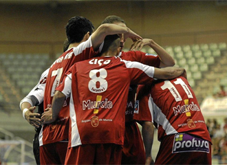 ElPozo celebra un gol