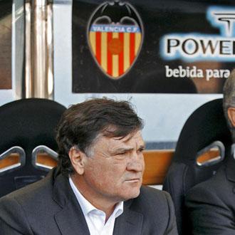 Camacho durante el partido de Osasuna en Mestalla