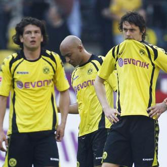 Los jugadores del Borussia se lamentan por el empate