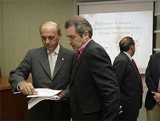 Jos� Mar�a del Nido y Manuel Vizca�no durante un acto organizado por la Fundaci�n del Sevilla.