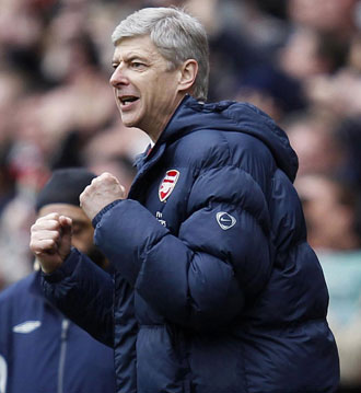 Wenger celebrando un gol del Arsenal