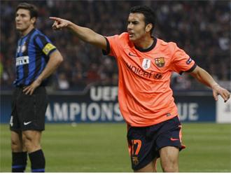 Pedro celebra el gol con Zanetti al fondo