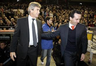 Manuel Pellegrini y Unai Emery salud�ndose