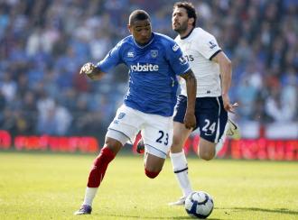 Kevin-Prince Boateng, en acción ante Cuellar del Aston Villa