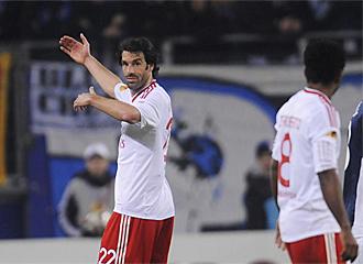 Van Nistelrooy se lamenta de una ocasi�n perdida.