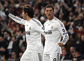 Kak� y Cristiano celebran el gol ante el Lyon