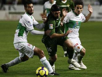 Una acci�n en el partido de Elche-Betis en la primera vuelta