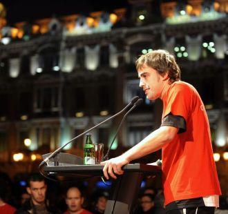 Fernando Alonso, en una carrera solidaria por las calles de Oviedo